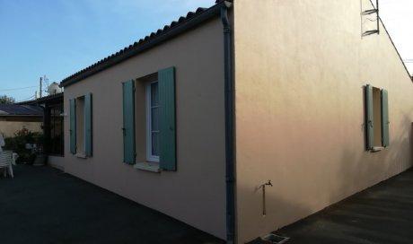 Ravalement de façade en peinture à Marennes